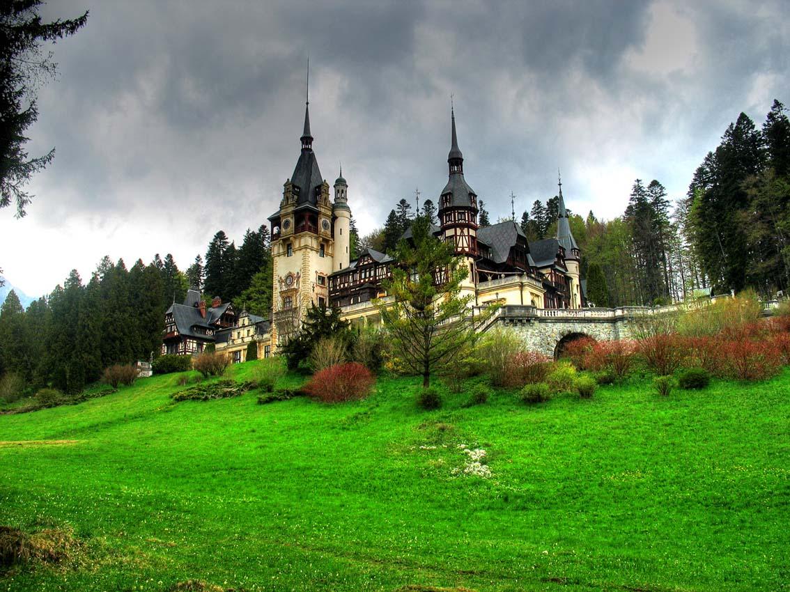 http://pgt.co.ir/PR/Outgoing/Romaia%20Pictures/larj/sighisoara-castle-romania.jpg